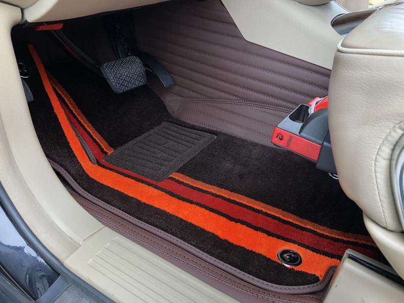 使用6年的奔驰R350安装全包脚垫