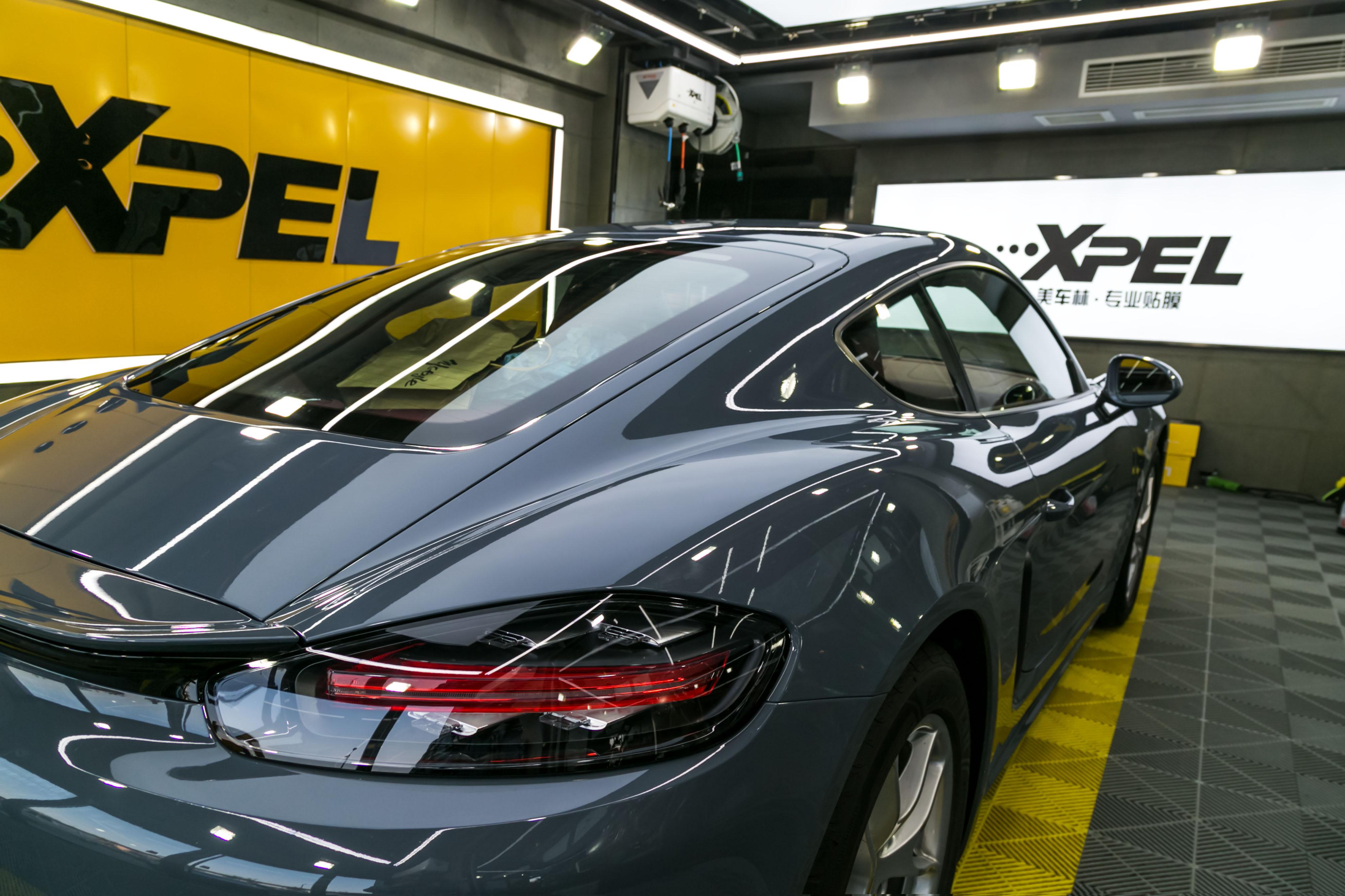 汽车B柱保护膜装贴前后对比